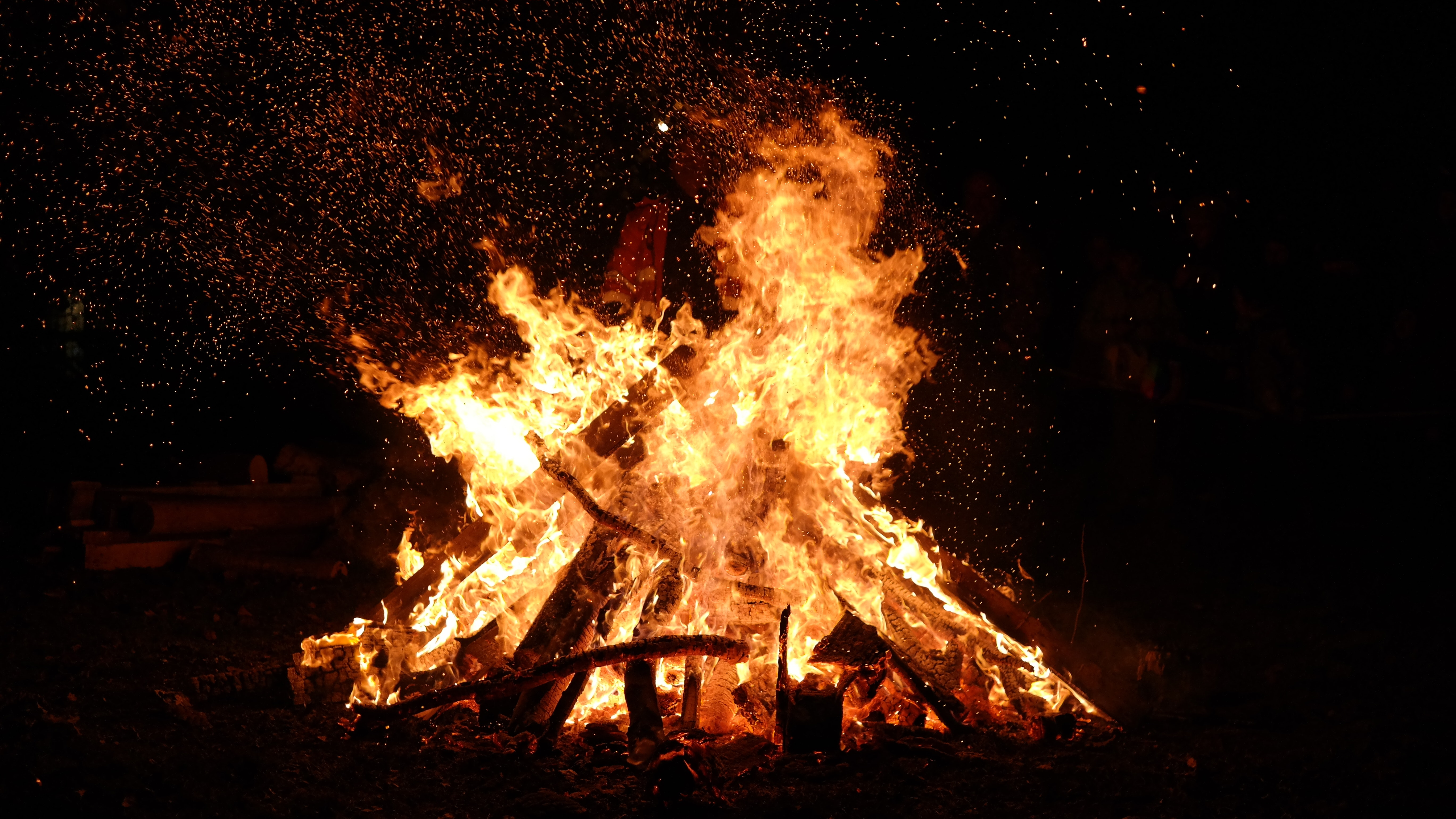 bonfire-burn-burning-776113.jpg